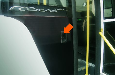 Кнопка открытия пассажирской двери