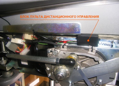 Фото установленного электронного блока пульта управления